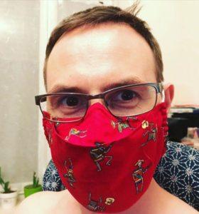 Eva Berhasil Menemukan Pola Masker Kain Tanpa Embun bagi Pengguna Kacamata